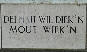 "Gemeenlandshuis - Keystone on the Waterschapshuis in Onderdendam; ""Dei nait wil diek'n mout wiek'n"", which loosely translated means ""Whoever doesn't like dike-building will need to travel for a living"""