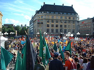 2002 World Bank Oslo protests - Demonstrators assembled before the march