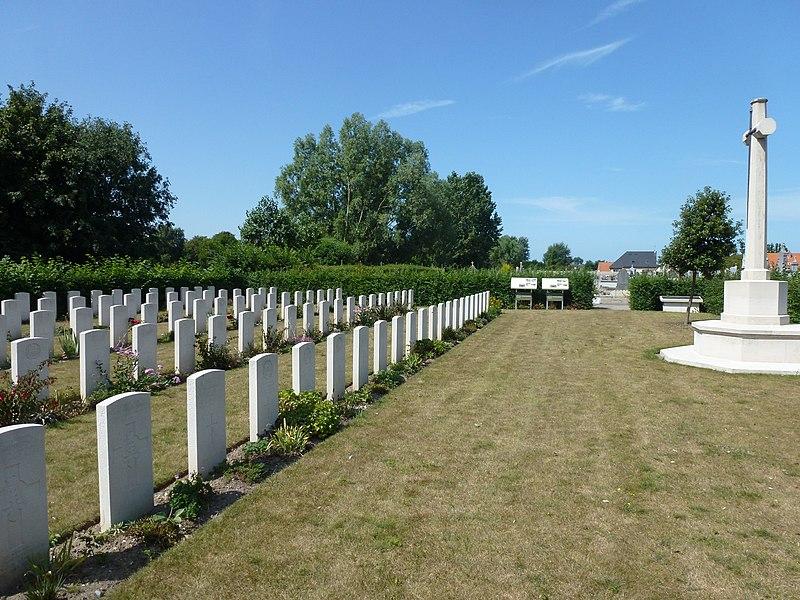 Oye-Plage (Pas-de-Calais) cimetière communal, section tombes de guerre de la CWCG