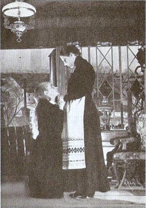 Easter (play) - Doris Svedlund as Eleonora and Dora Söderberg as Mother in a 1946 production