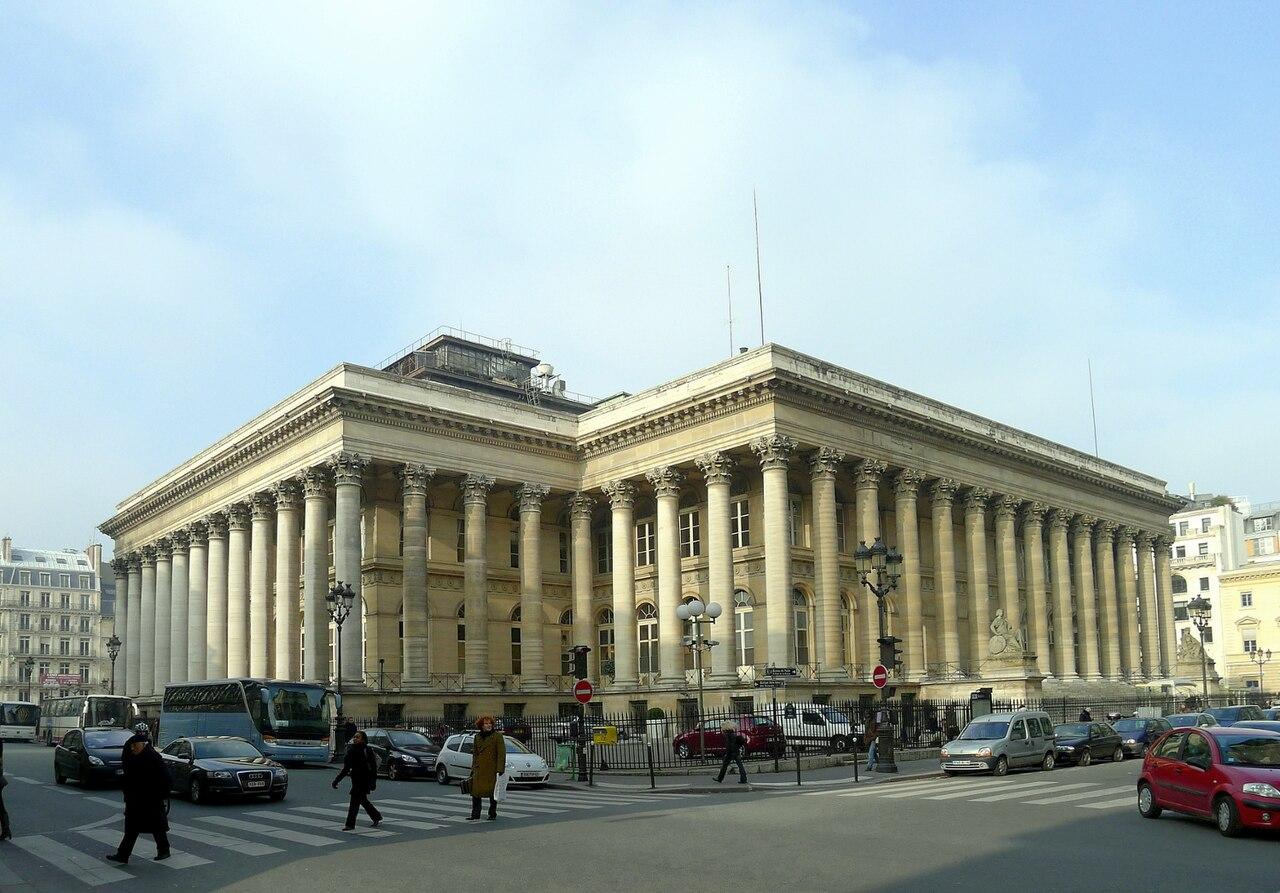 Place de la Bourse avec le palais Brongniart, au carrefour des rues du 4 septembre et de Notre-Dame-des-Victoires