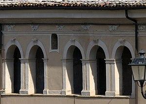 Bugnara - Double trifora in the façade of Palazzo Alesi.