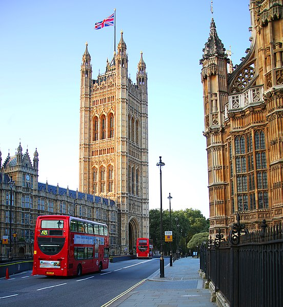 Datei:Parliament Building (14750864482).jpg