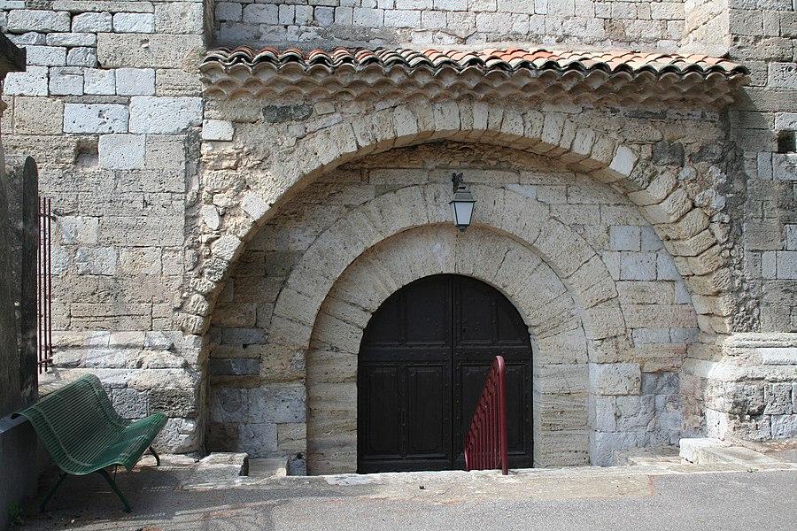 Paulhan (Hérault) - Portail de l'église Notre-Dame des Vertus.
