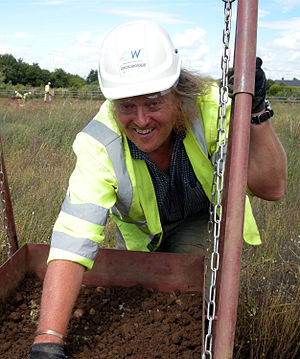 Phil Harding (archaeologist) - Phil Harding sifting for flint in 2009
