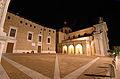 Piazza Duca Federico, notturno.JPG