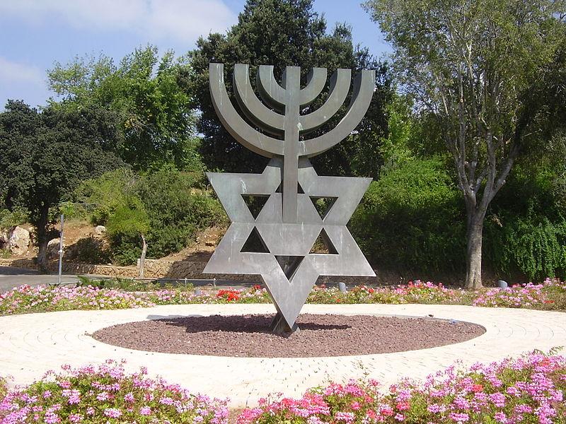 פסל מנורת דוד בירושלים