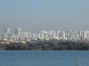 PikiWiki Israel 8057 The lake in Rishon-Lezion Israel.jpg
