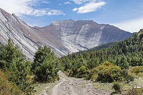 Polished mountains - Annapurna Circuit, Nepal - panoramio.jpg
