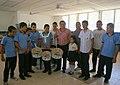 Presiente de FUSATRANS Catalino Miranda con jovenes de Centro Escolar.jpg
