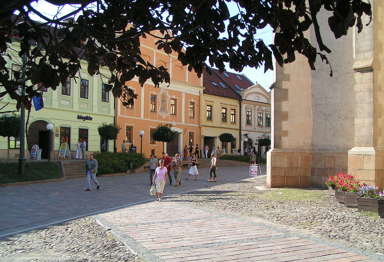 1280px-Presov_-_historic_houses_and_St._Nicolaus_Church.jpg