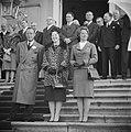 Prins Bernhard , Prinses Beatrix en Prinses Irene op het bordes, Bestanddeelnr 912-1840.jpg