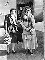 Prinses Juliana en Koningin Wilhelmina bij aankomst van Juliana in Engeland, Bestanddeelnr 900-0361.jpg