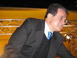 Romano Prodi al comizio di Bari, durante la campagna elettorale per le Politiche del 2006