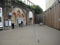 Queens Road Peckham railway station.JPG