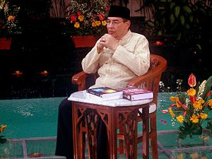 Quraish Shihab - Dr. Quraish Shihab giving lecture on TV