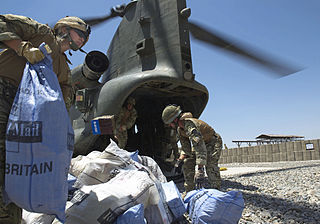 320px-RAF_Chinook_Helicopter_Delivering_Mail_to_Troops_in_Afghanistan_MOD_45156181.jpg