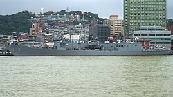 ROCN PFG-1112 left side in Keelung 20190928b.jpg