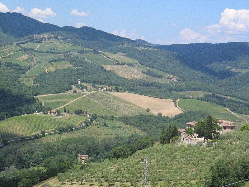 File:Radda, Tuscany views (2008).jpg