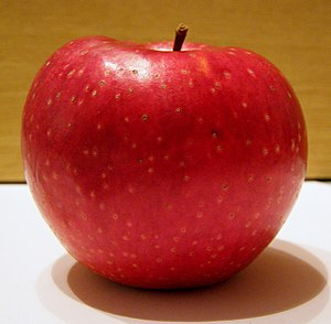 English: red apple