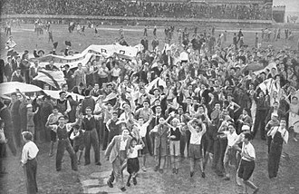 Pitch invasion - River Plate supporters invade the field during the 1945 league title.