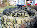 Rostock Hausbaumhaus Brunnen.jpg