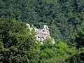 Ruines du château de Montjoie, vues de la route de Vaufrey.jpg