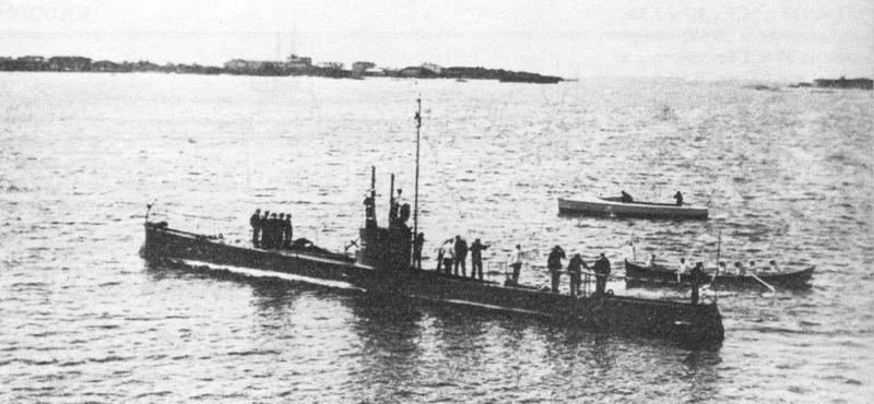 الحرب ال - الحرب العالميه الاولى 800px-Russian_submarine_Minoga