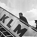 Russische spion Smirnof uitgewezen, vertrek van Schiphol, Bestanddeelnr 911-4069.jpg