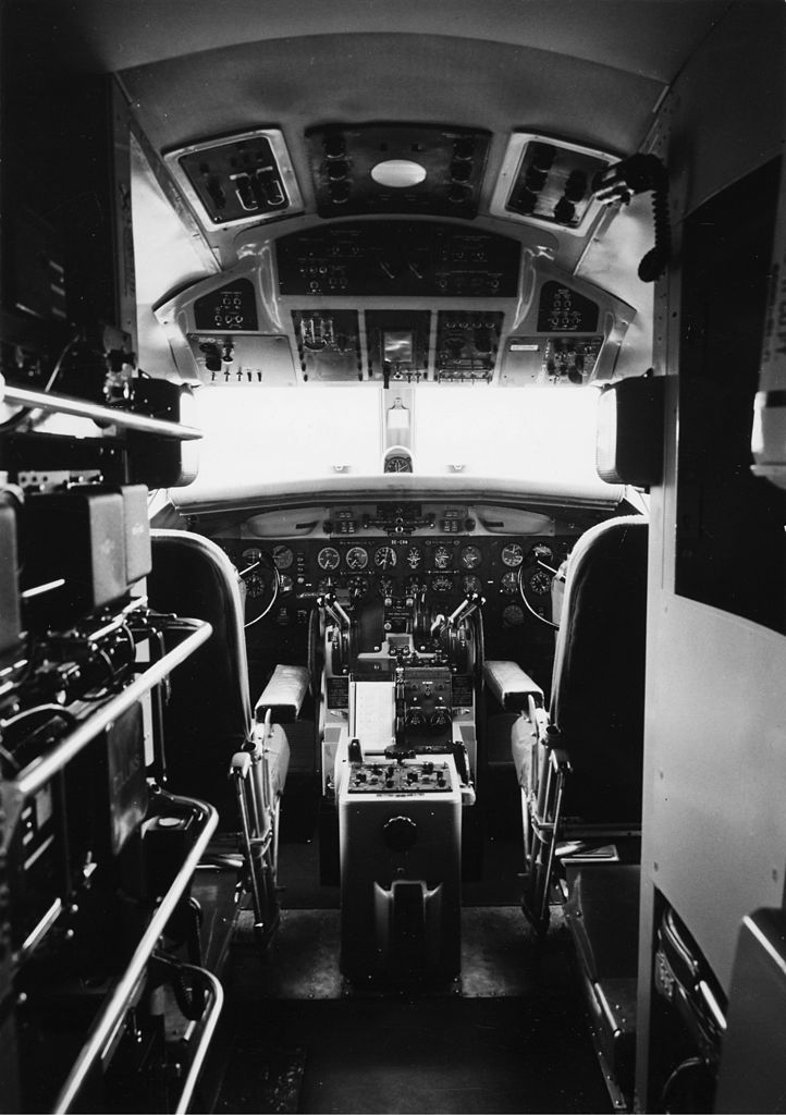 file sas convair cv-440 metropolitan  interior of cockpit jpg