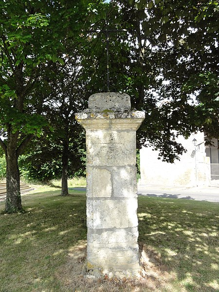 Saconin-et-Breuil (Aisne) croix de chemin à Breuil