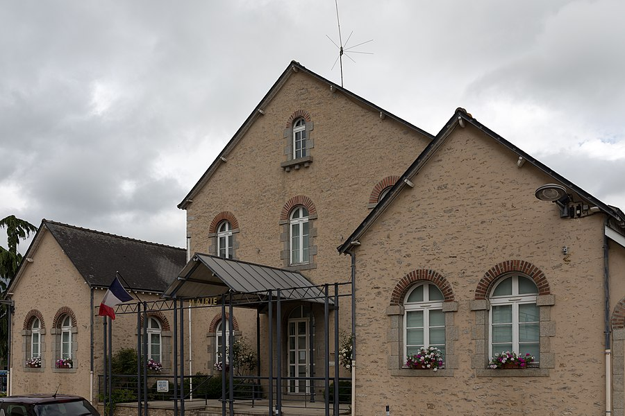 Town hall of Saint-Pierre-la-Cour.