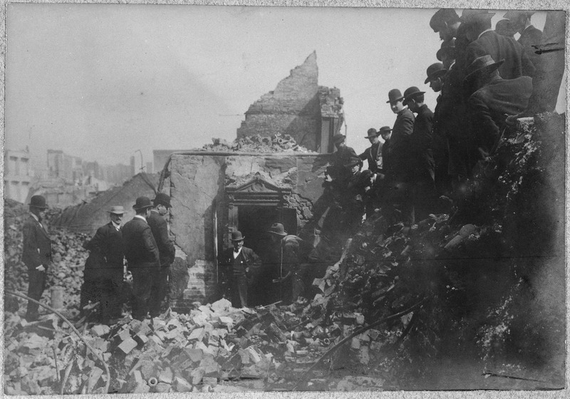 File:San Francisco Earthquake of 1906, Opening a safe - NARA - 522954.tif