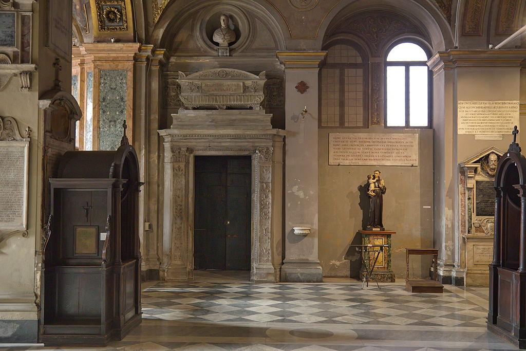 San Lorenzo in Damazo, Ausgang zum Cortile.jpg