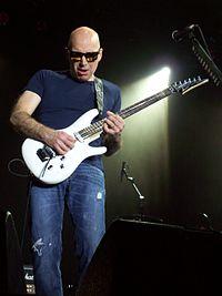 Satriani 2010 13 12 1112.jpg