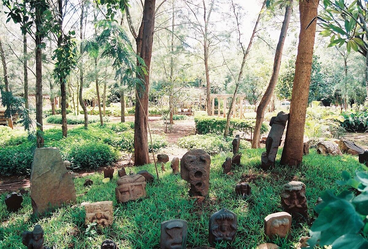 File Sculptures In The Garden At The Nrityagram Dance Community