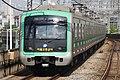 Seoul Metro Line 2 train arriving at Guro Digital Complex (2-68).jpg