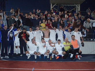 Three-finger salute (Serbian) - Image: Serbian White Eagles 2007 team photo after semifinal victory