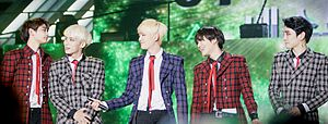 Shinee at the 2013 Melon Music Awards 08.jpg
