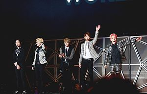 Shinee at the SMTown Live World Tour IV in Taiwan 03.jpg