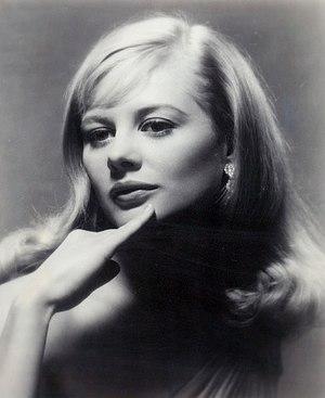 Knight, Shirley (1936-)
