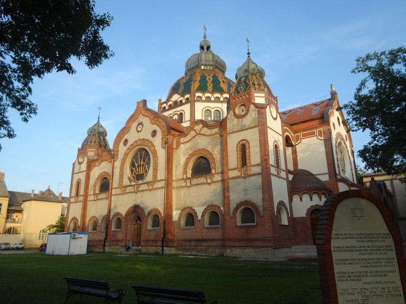 File:Sinagoga u Subotici, Srbija, 007.JPG