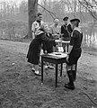 Soestdijk padvindersaktie Heitje voor een karweitje Prinses Beatrix en Irene bet, Bestanddeelnr 905-0521.jpg