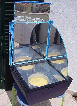 Solar cooker - Solar oven in use