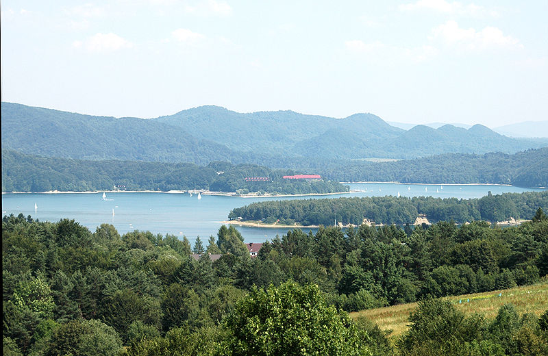 Datei:Solina lake view.jpg
