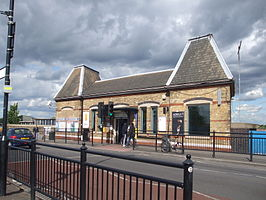 Southall station building.JPG