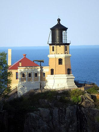 Split Rock Lighthouse - Image: Split Rock Lighthouse evening