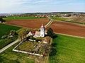 St.-Michaels-Kirche (Unterasbach) von Süden Luftaufnahme (2020).jpg