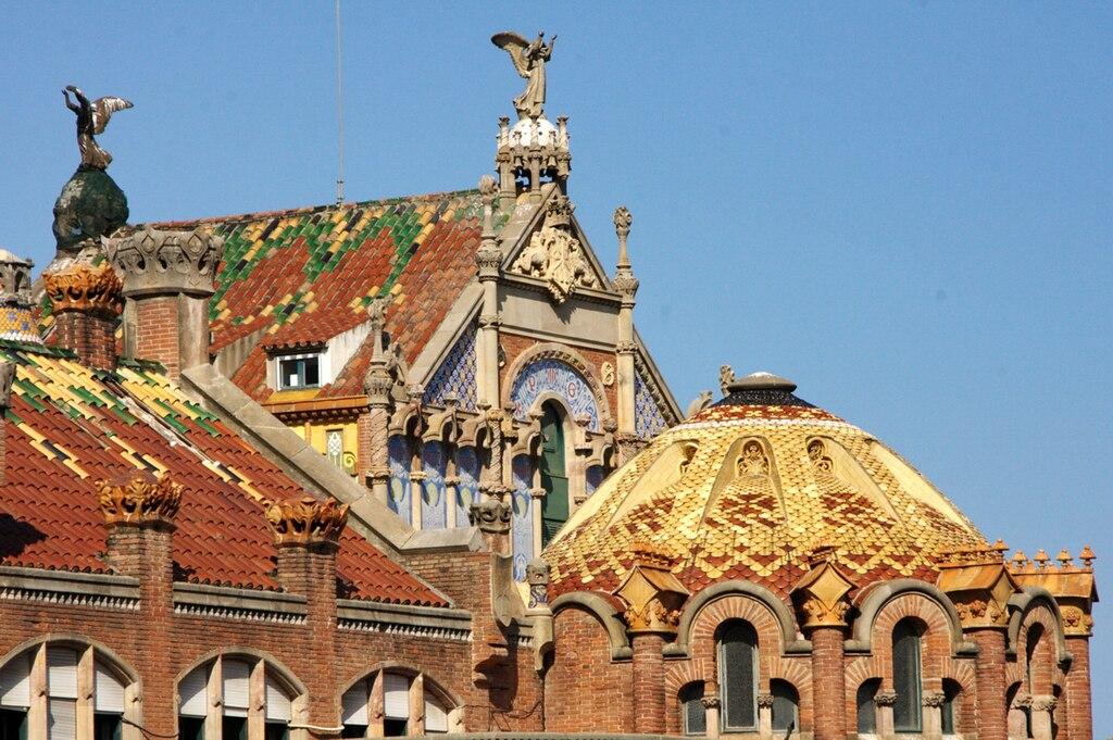 Toits en céramique de l'hôpital Sant Pau à Barcelone - Photo de Amadalvarez.