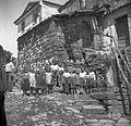 Stara razpadla hiša za seno (oder), zgoraj stara vrata z voltom (obokom), vrata z leseno osjo v podboju, Labor 1950.jpg